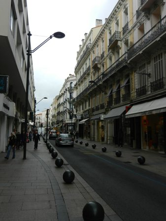 Rue d'Antibes: lots of shops