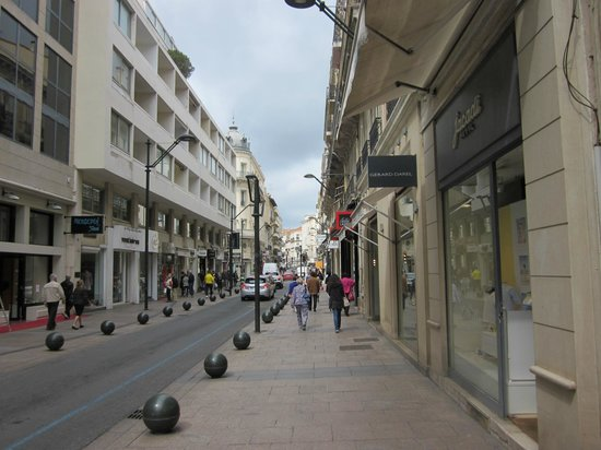 Rue d'Antibes: ....too bad not traffic-free