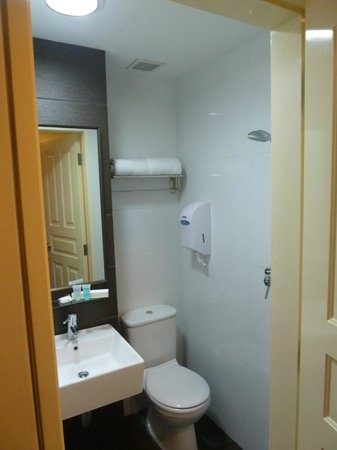 Value Hotel Balestier: Really small one - but it's clean at least