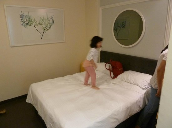 Value Hotel Balestier: Really small room too - but enough for the 3 of us for a budget stay. More important, clean.