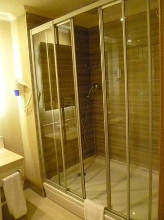 Delphin Imperial Hotel Lara : Great walk-in shower