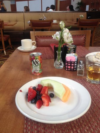 Hilton Austin Airport: Healthy breakfast for 1