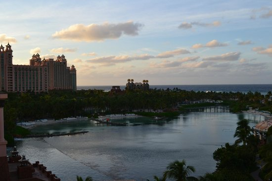 Atlantis, Beach Tower, Autograph Collection: POOL BEACH AREA ONE OF MANY