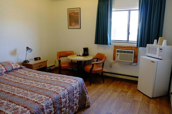 Silver Sage Inn: Room
