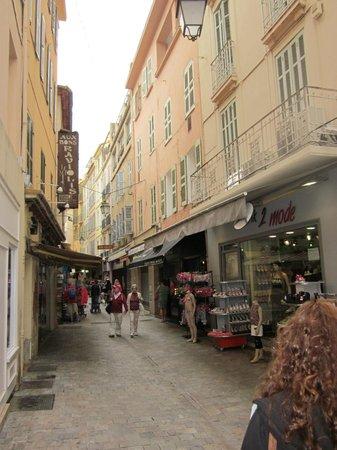 Rue Meynadier: lots of (cheap) shops