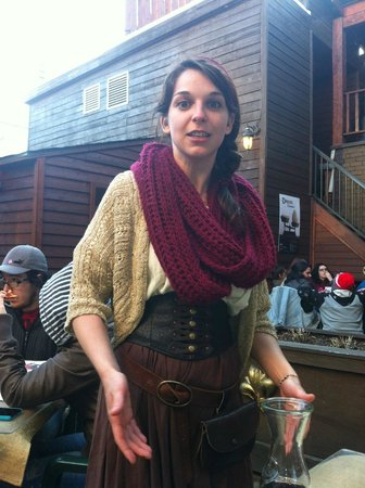 Auberge du Dragon Rouge : Waitress in medieval costume