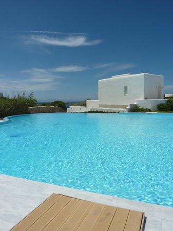 Archipelagos Resort Hotel: Crystal clear pool water