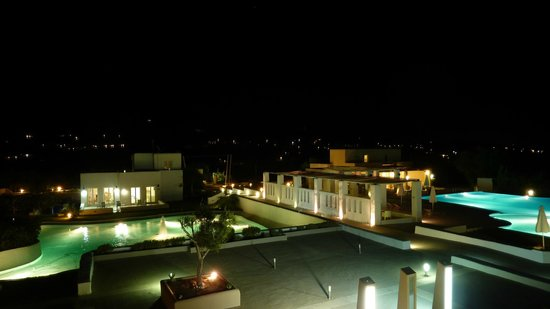 Archipelagos Resort Hotel: Night view of the hotel