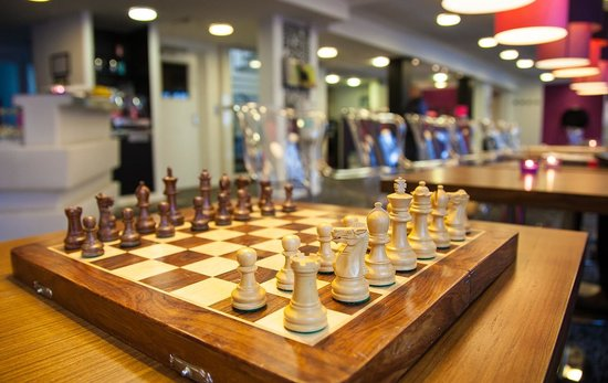 Andersen Boutique Hotel: Chess in reseption area - tunliweb.no