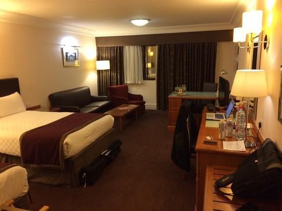 Doubletree by Hilton Hotel Glasgow Central: Просторный номер