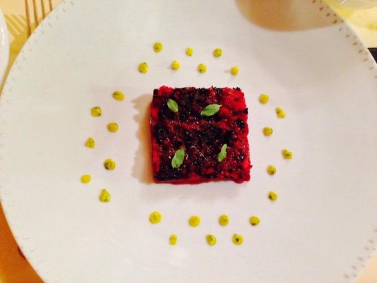 Le Moissonnier: Veal cheek with beet root