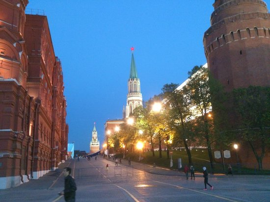 Kremlin Walls and Towers : View into Red Square