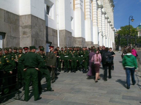 Kremlin Walls and Towers : Soldiers queue for Armoury