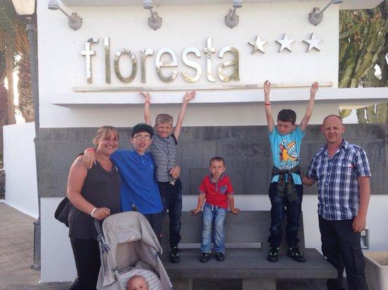 Hotel Floresta: Out side main entrance