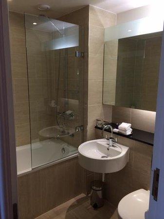 Apex Grassmarket Hotel: Большая ванная комната