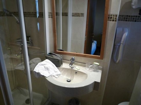 Grand Hotel Dore : Nice clean bathroom
