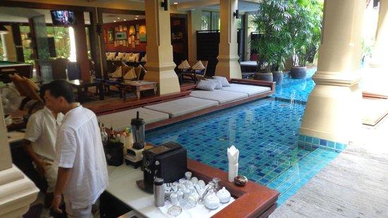 Burasari Resort: Pool Bar