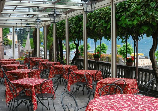 Hotel Villa Marie: Covered area overlooking the lake for breakfast or a drink.
