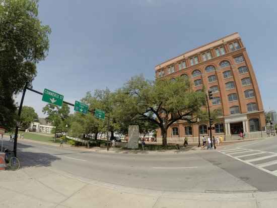 The Sixth Floor Museum/Texas School Book Depository: Front view