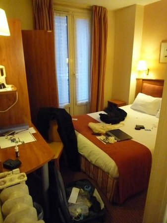 Timhotel Paris Gare Montparnasse: Small budget room - should be better for the price.