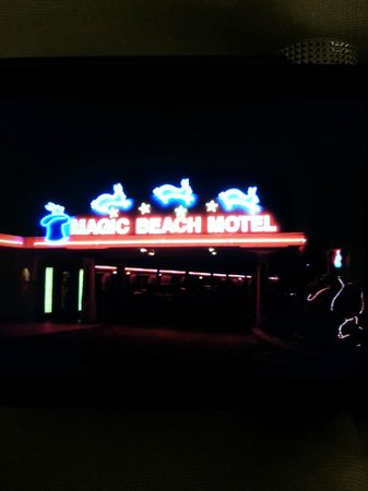 Magic Beach Motel: Neon