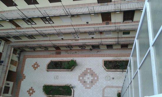 Silver Hotel Budapest: Widok na dziedziniec hotelowy