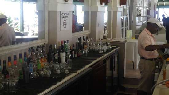 Mango Bay All Inclusive : bar