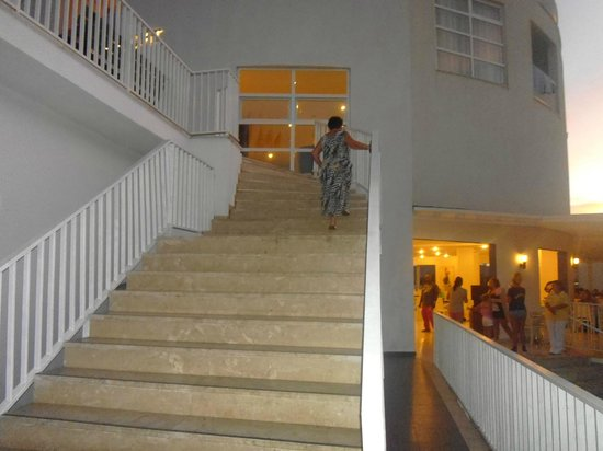 Bodrum Beach Resort : Steps to reception and dining room.