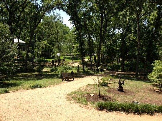 Umlauf Sculpture Garden & Museum: Grounds