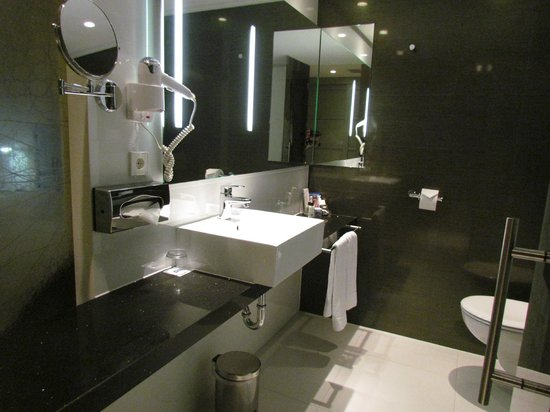 H10 Berlin Ku'damm: salle de bain
