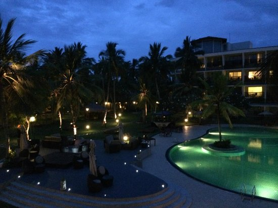 Eden Resort & Spa: Night time view
