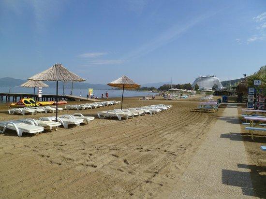 Aquafantasy Aquapark Hotel & SPA: Strand