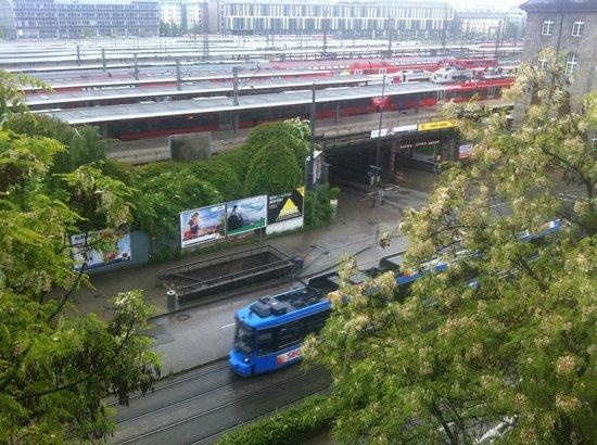 Hotel Regent: LAUT !!! Bahnhof, Straßenbahn und Autoverkehr