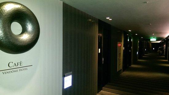 Vendome Hotel Taipei: Dimly lit corridor