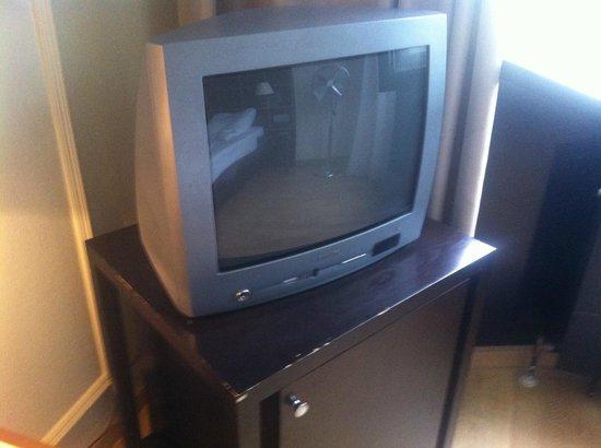 Hotel Regent: Kleines uraltes TV-Gerät
