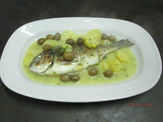 Pasta & Vino Trattoria : Orata alla Vernaccia con patate e olive