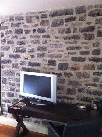 Auberge Saint-Antoine: coin télé -chambre