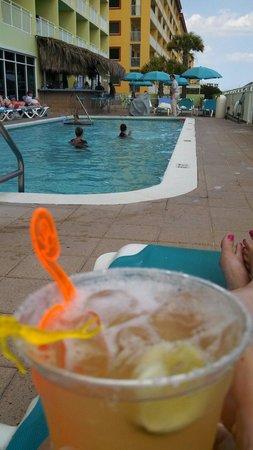 BEST WESTERN Ft. Walton Beachfront: Drinks poolside
