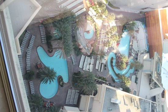 Monte Carlo Resort & Casino : Pool View