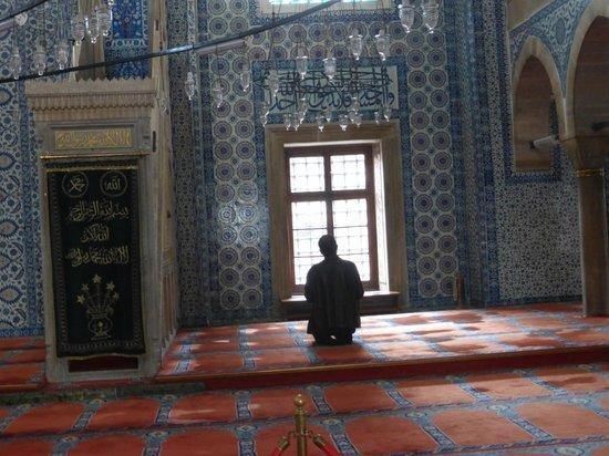 Rustem Pasha Mosque: rezando