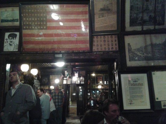 McSorley's Old Ale House: Interno