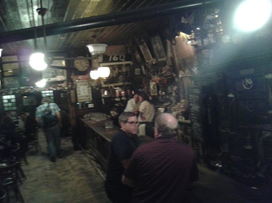 McSorley's Old Ale House: Bancone