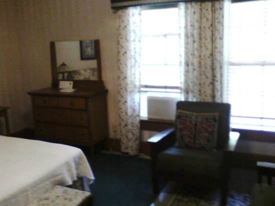 McCloud Hotel: Period furnishings