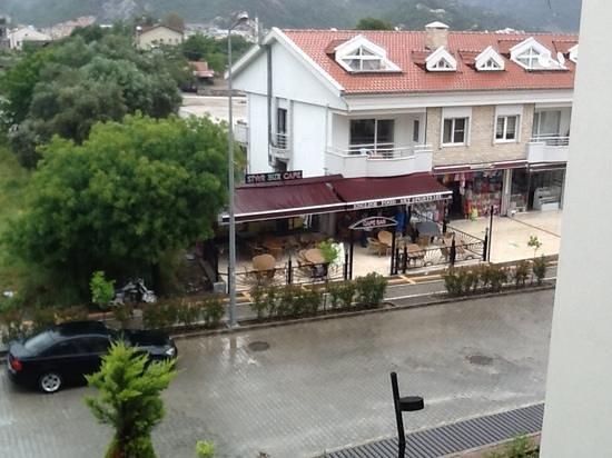 Cettia Apart Hotel: Room 310  view of Starbux