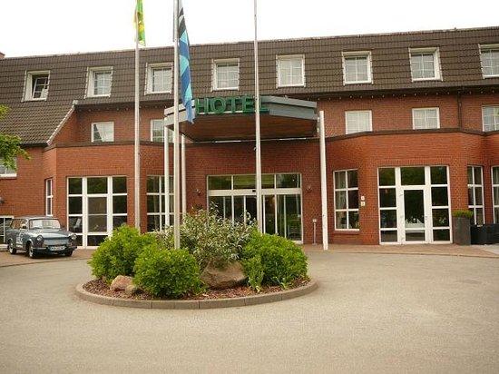 Landhotel Spornitz Van der Valk: Vorderansicht des Landhotels Van der Valk
