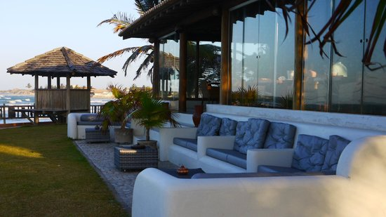 Hotel Vila Selvagem : Sitting area looking to the beach