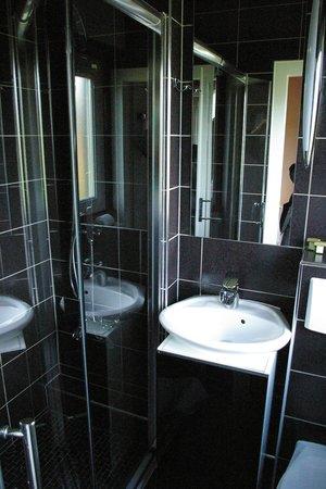 Hotel Marchal: la salle d eau