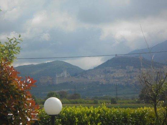Cristallo Hotel Assisi: Vista da  basílica