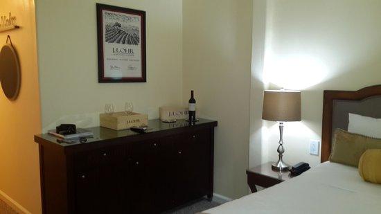 Vendange Carmel Inn & Suites: Quarto