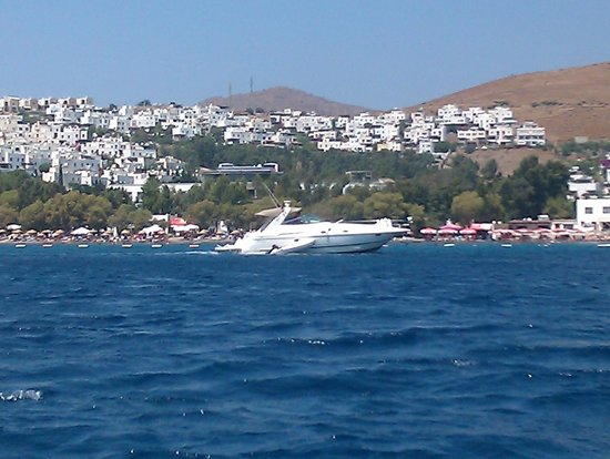 Mio Bianco Resort: view of the beach from boat